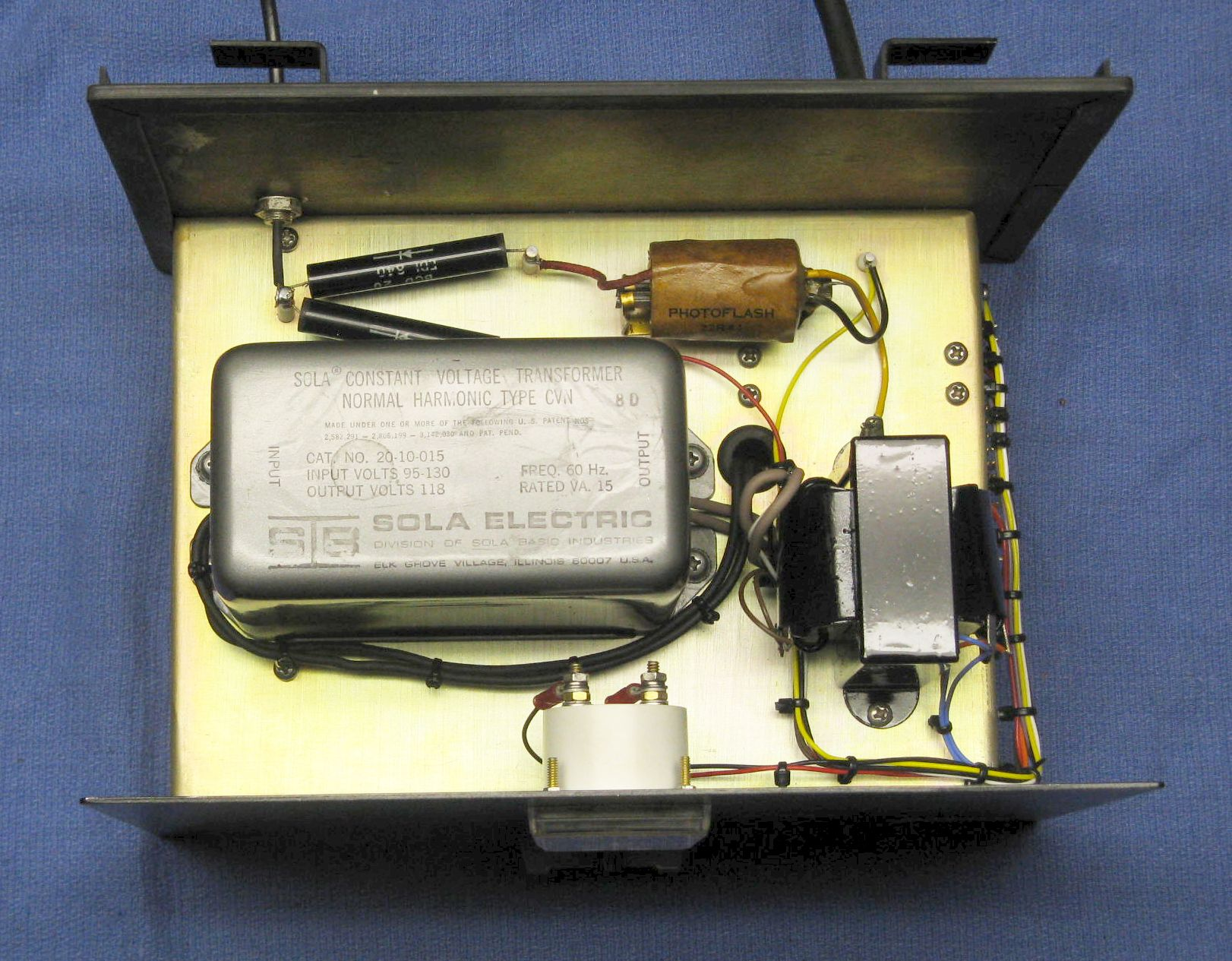 Sams Laser Faq Hene Power Supplies Description This Is An Example Of A Regulated 120 Vac To 12 Vdc Whats On The Top Chassis Not Much Large Can Sola Constant Voltage Transformer Presumably Provides Ac Line Regulation